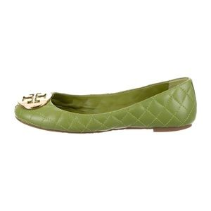 Tory Burch Quilted Logo Flat - Green / Size 10